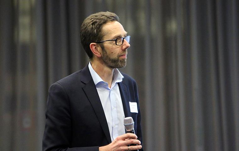 Moderator Dr. Frank Simon